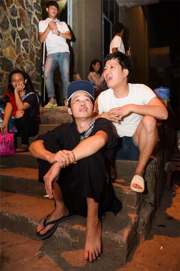 Những dángđứng, dáng ngồimang đậm nét chân quêđã trở thànhdấu ấn đặc trưng của NSƯT Hoài Linh. - Tin sao Viet - Tin tuc sao Viet - Scandal sao Viet - Tin tuc cua Sao - Tin cua Sao