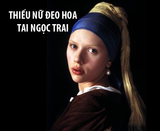 """Phim Thiếu nữ đeo hoa tai ngọc traixoay quanhcuộc sống của Griet, cô gái 16 tuổi trong bức tranh nổi tiếng của hoạ sĩJohannes Vermeer.Griet được thuê bởi Vermeer để làm 1 cô hầu gái coi sóc 6 đứa con,người vợ và bà mẹ vợ câm. Mọi chuyện rắc rối bắt đầu khi người vợ """"có máu Hoạn Thư""""nghi ngờ Griet và chồng mình có mối quan hệ không bình thường và lên đến đỉnh điểm khi bà ta phát hiện cô gái lấy cắp đôi bông tai."""