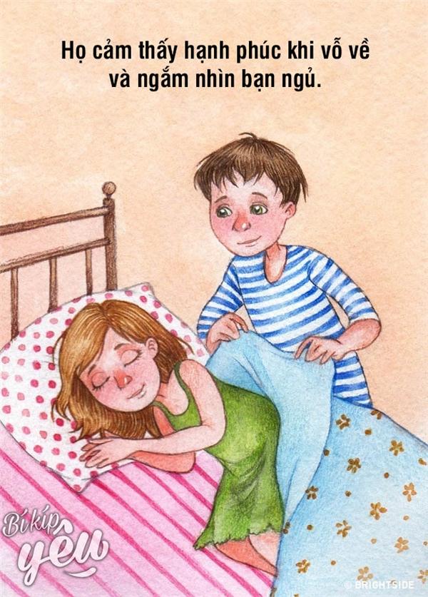 Ngắm nhìn bạn ngủ cũng là một trong nhữngsở thích của họ...