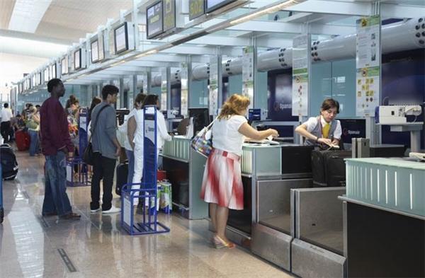 Không ít các doanh nhântỏ ra khệnh khạng, phách lối rồi có hành vi thô bạo đối với nhân viên hàng không ở khu vực check in và cả trên máy bay. (Ảnh minh họa)