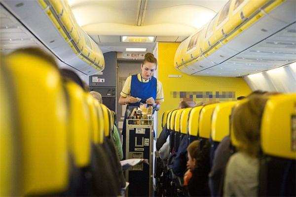 """Tiếp viên hàng không đôi khi bị nhiều hành khách """"yêu râu xanh"""" sàm sỡ. (Ảnh minh họa)"""