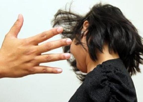 Nữ sinh đòi tự tử vì bị giáo viên xỉ nhục và tát đến ù tai