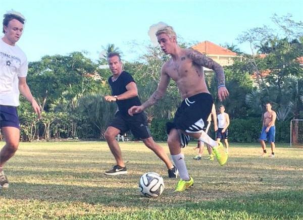 Bieber vốn đam mê bóng đá từ nhỏ và cho đến nay anh không ngừng luyện tập.