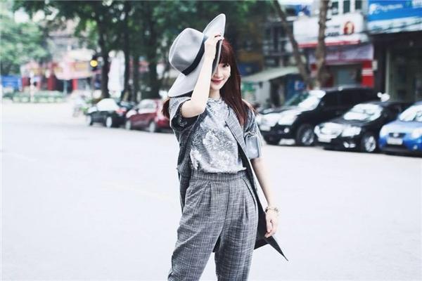 Cô hiện là bà chủ nhỏ của cửa hàng thời trang tại Hà Nội.(Ảnh: Internet)
