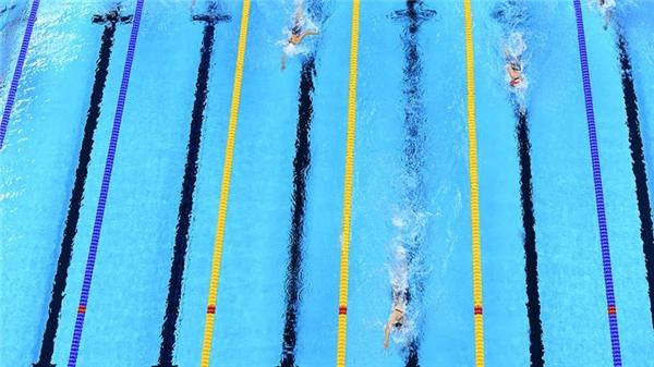 6. Nếu Michael Phelps là niềm tự hào của Mỹ ở môn bơi lội nam thì Katie Ledecky chính là nữ anh hùng. Cô đạt được 4 HCV và 1 HCB, khiến cả nước Mỹ phải tự hào. Ở nội dung 800m tự do, cô để lại sự kinh ngạc cho khán giả khi bỏ xa các đối thủ và giành HCV một cách đầy xứng đáng.
