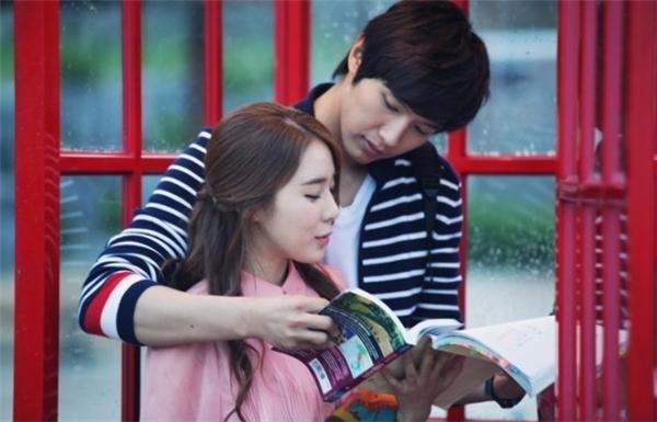 Queen In Hyun's Man mang tới cho khán giả những khoảnh khắc đẹp và lãng mạn của tình yêu đôi lứa, bên cạnh đó cũng khiến không ít người phải rơi lệ vì những tình tiết gây cấn của phim. Một điều thú vị nữa của Queen In Hyun's Man đó chính là sau bộ phim hai nhân vật chính đã thành đôi ngoài đời thực.