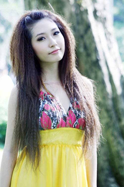 Kiểu tóc này tuy khiến tóc hư tổn cực kỳ nhưng vẫn rất phổ biến với các bạn nữ.