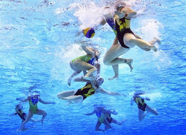 Gemma Beadsworth ngườiÚc trong cuộc thi đấu bóng nước giữa Úc và Brazil.