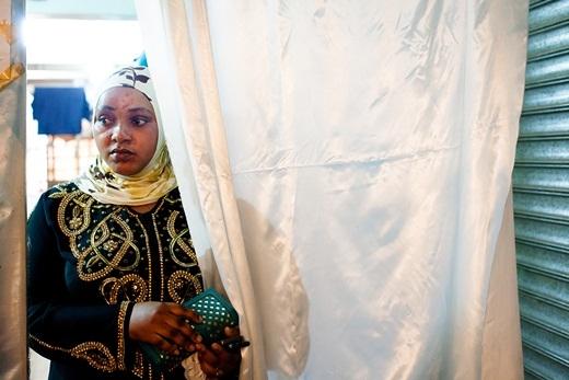 Quan niệm đã thay đổi, giờ đây những người phụ nữ châu Phi hi vọng có một làn da trắng sáng để dễ dàng tìm được công việc và người yêu.