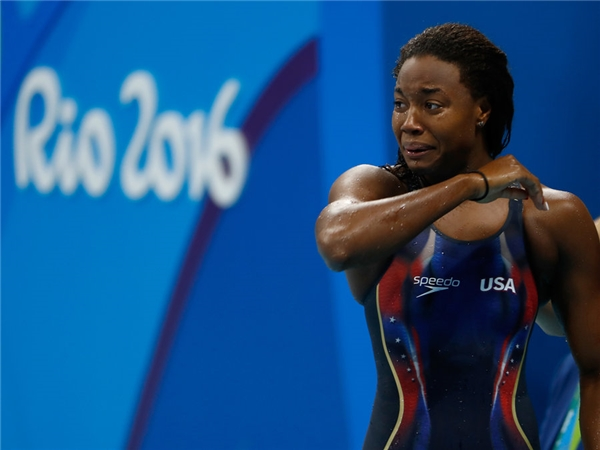 Simone Manuel là người phụ nữ Mỹ gốc Phi đầu tiên giành huy chương vàng trên đường bơi cá nhân tại Olympic.(Ảnh: Internet)