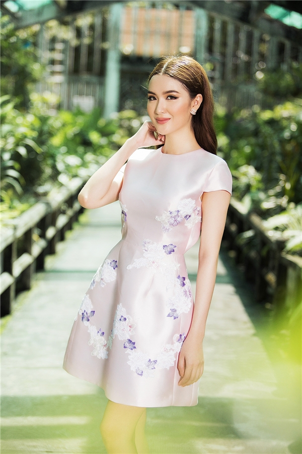 Ngọc Loan The Face đẹp mơ màng với váy áo mỏng tang