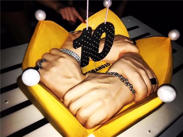 """Chiếc bánh mừng """"sinh nhật"""" ý nghĩa của Big Bang"""