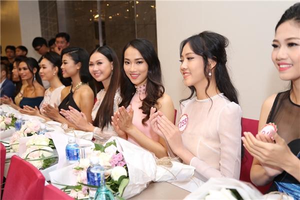 Mặc dù chưa có nhiều kinh nghiệm tiếp xúc với báo giới, truyền thông nhưng 30 cô gái vẫn tỏ ra rất tự tin, dạn dĩ và bản lĩnh.