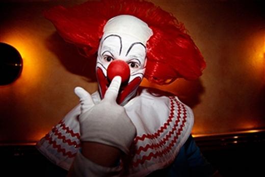 Nghệ sĩ biếm họa Mark Christiansen trong trang phục chú hề Bozo, nhân vật chính trong chương trình cùng tên dành cho thiếu nhi