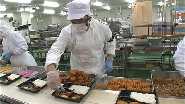 Ngành sản xuất cơm hộp đóng gói nở rộ ở Nhật khi có sự xuất hiện của lò vi sóng.