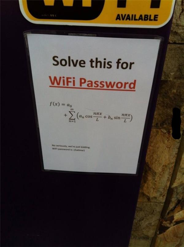 Còn đây là chủ quán có tâm nhất vì sau khi làm khách hàng thất kinh, anh đã cung cấp luôn mật khẩu WiFi in bé xíu bên dưới.