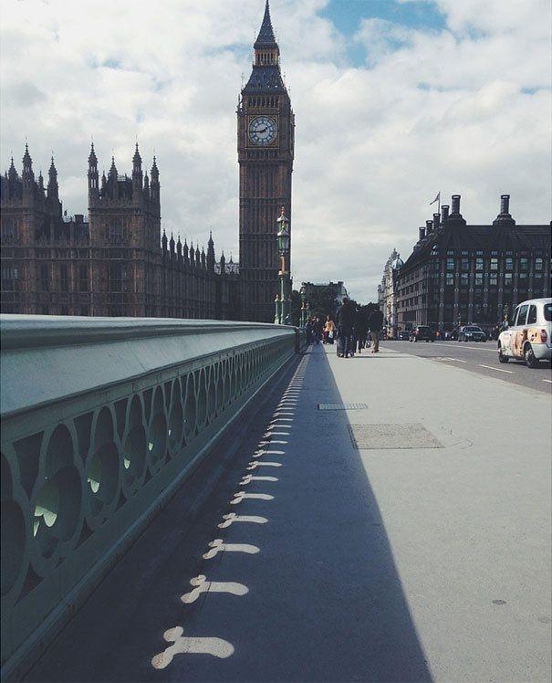 Tháp đồng hồ Big Ben đẹp ghê, nên tập trung vào đó nhé, đừng chú ý xung quanh.(Ảnh: Internet)