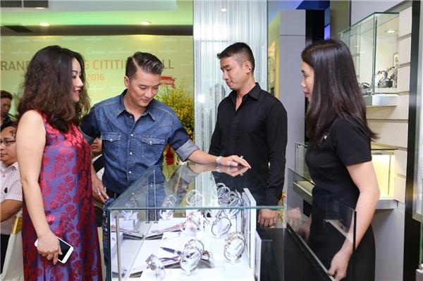 Ca sĩ Đàm Vĩnh Hưng và chủ tịch hội đồng quản trị Cititime – Ms Nguyễn Thị Ngọc Diễm.
