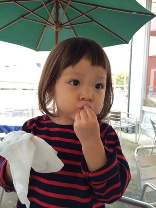 """Cô bé đã trở thành """"nữ hoàng quảng cáo"""" nhỏ nhất xứ Hàn khi chỉ mới 3 tuổi."""