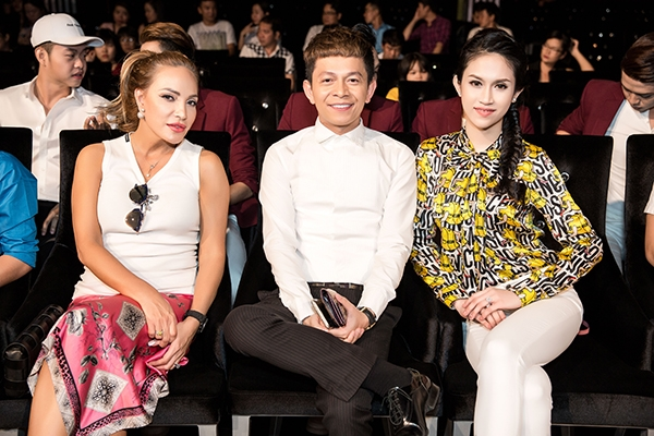 Nhiều nghệ sĩ nổi tiếng đã đến ủng hộ ý tưởng nghệ thuật mới của Lê Việt như danh ca hải ngoại Thanh Hà, ca sĩ Quốc Đại, Hoa hậu Đông Nam Á - Thu Vũ, nhóm nhạc V-Music, ca sĩ Diễm Hương (The Voice)…