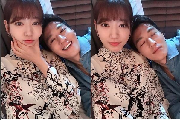 """Trước đó, Park Shin Hye từng """"gây bão"""" với khoảnh khắc tình tứ này bên cạnh Kim Rae Won"""