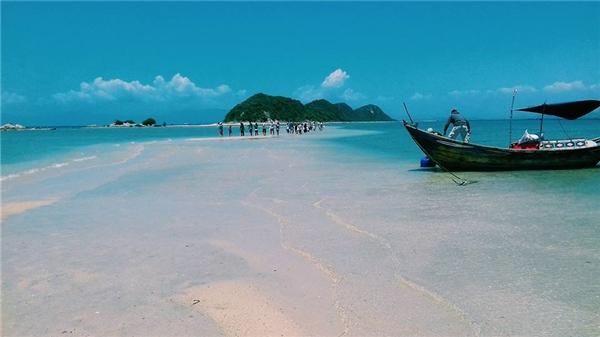 Điệp Sơn thủy đạo (Khánh Hòa) - Bạn sẽ không biết nói gì hơn ngoài bước những bước chân giữa biển cả mênh mông và bầu trời xanh bao la