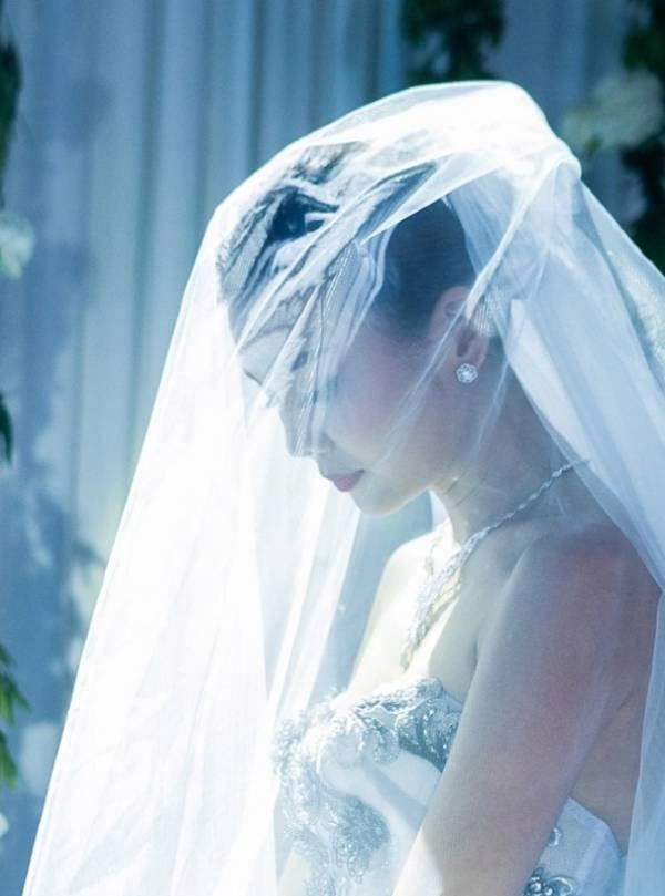 Thanh Hằng bất ngờ lộ ảnh cưới, nghi vấn chuẩn bị kết hôn?