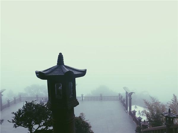 Linh Quy Pháp Ấn (Bảo Lộc) - Đây có phải chốn bồng lai, nơi bạn không biết làm gì hơn việcnhìn ngắm cả một khoảng không gian rộng lớn và hòa mình vào đất trời, núi non.