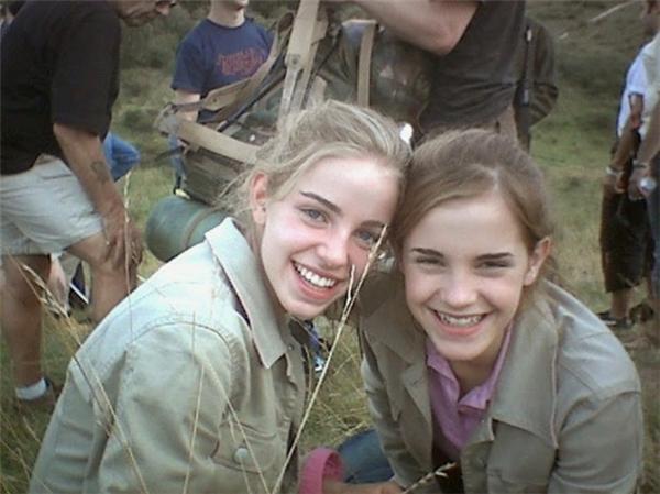 Emma Watson (phải) cùng diễn viên đóng thế, Harry Potter and the Deathly Hallows