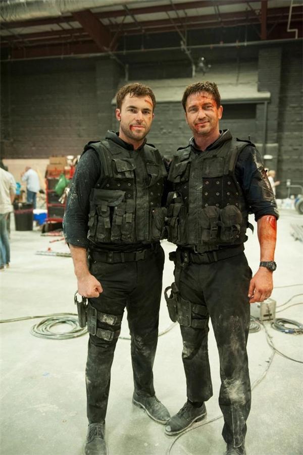 Gerard Butler (phải) cùng diễn viên đóng thế, Gamer