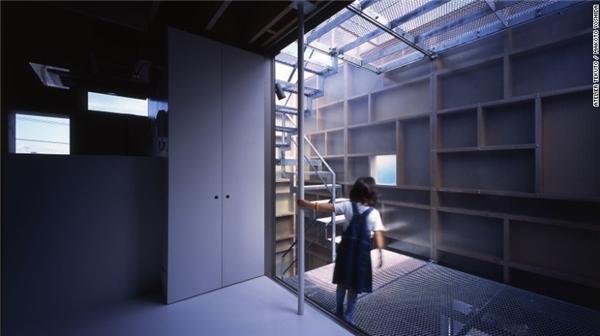 Tương tự, chủ của căn Layers mong muốn một căn nhà dành cho nhiều thế hệ sống cùng nhau, có khoảng sân và cầu thang nối. Bằng cách sử dụng vật liệu hỗn hợp, đội ngũ Atelier Tekuto đã xây dựng một ngôi nhà vừa độc đáo vừa tiện dụng.(Ảnh: CNN)