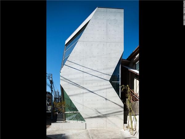 Hai nhà hóa học – chủ sở hữu căn R Torso C, yêu cầu đội ngũ thiết kế xây dựng một ngôi nhà thân thiện với môi trường – và đó là ngôi nhà được xây dựng từ loại xi măng Shirasu mới này.(Ảnh: CNN)