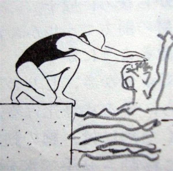 Tư thế này thì chỉ có đang dìm con người ta xuống nước chứ còn làm gì nữa.