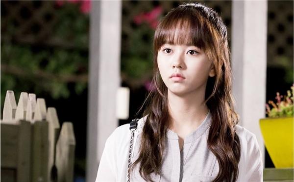 """Vai diễn Eunbi của Kim So Hyun trong School 2015 từng khiến khán giả """"động lòng""""."""