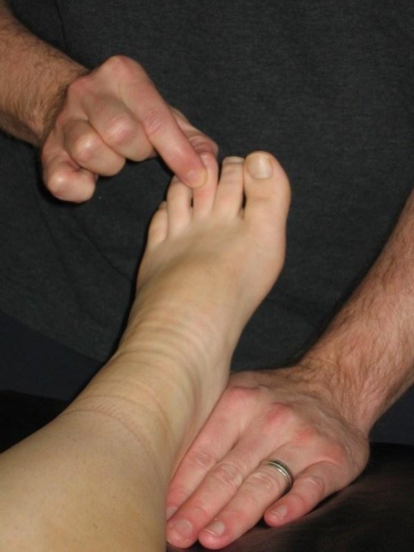 Người có ngón chân giữa dài thường có tinh thần trách nhiệm cao và cầu toàn trong công việc.