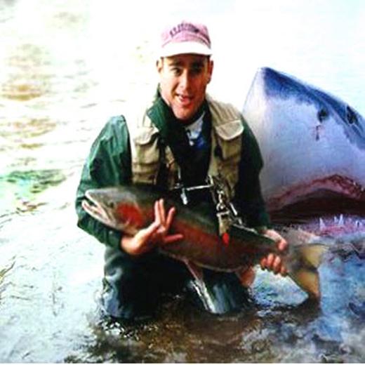 Ảnh khoe chiến tích câu cá đã bị cá mập photobomb, hoặc tình hình sau đó còn tệ hơn thế.
