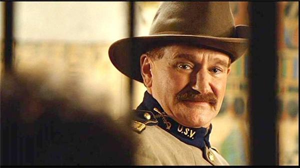 Robin Williams trong phim Good Will Hunting (ảnh trên) và Night at the Museum (ảnh dưới)