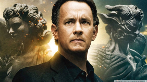 Tom Hanks trong phim Apollo 13 (ảnh trên) và Angels and Demons (ảnh dưới)