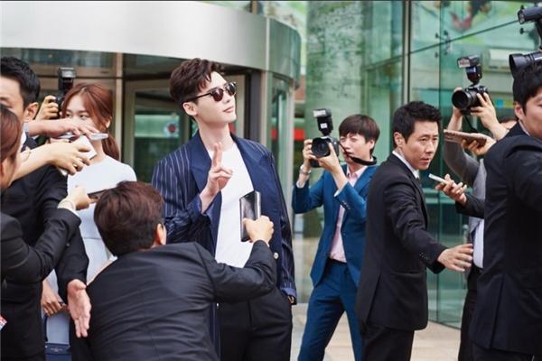 Đối với truyền thông, Kang Chul là một người có sức ảnh hưởng khá lớn. Chương trình hình sự của anh đã giúp cảnh sát phá nhiều vụ án khó và trở thành người hùng trong mắt người dân Hàn Quốc.