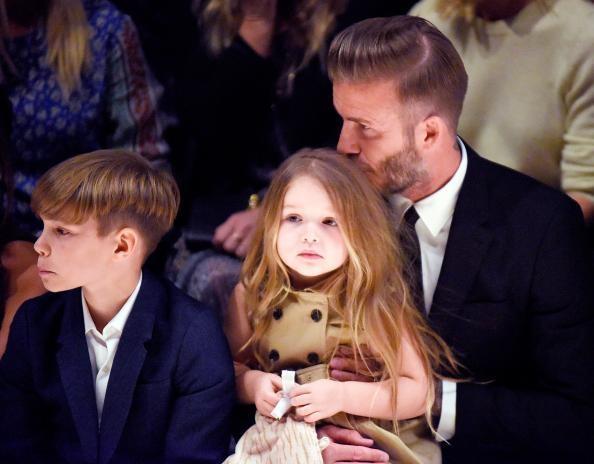Ngược lại vớiSuri, Harper được bố Beckham cưng chiều hết mực.
