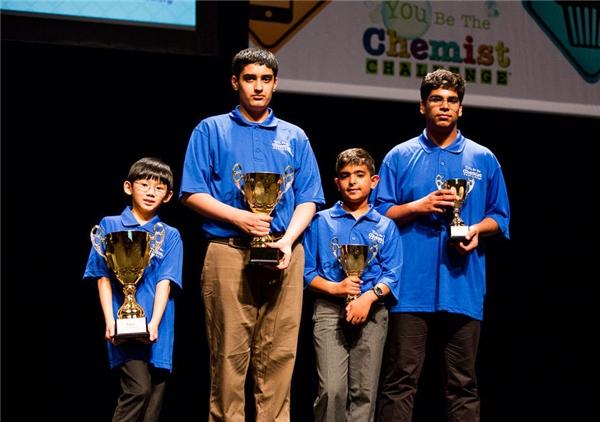 """Daniel là người trẻ tuổinhất chiến thắng trong cuộc thi""""You Be The Chemist""""..."""