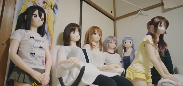 Những con búp bê của Hiroyuki đều lấy từ hình mẫu các nhân vật hoạt hình mà ông yêu thích.