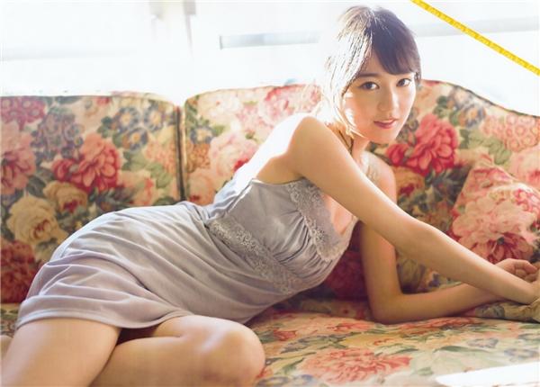 Ngoài gương mặt xinh xắn như búp bê,Ikuta còn sở hữu thân hình thon thả khiến không ít chị emganh tị.