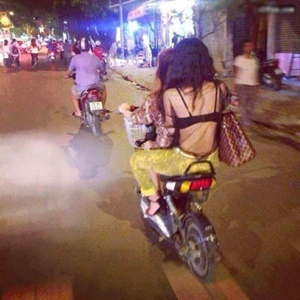 Những bộ cánh thời trang tra tấn mắt nhìn của các bạn gái trên phố