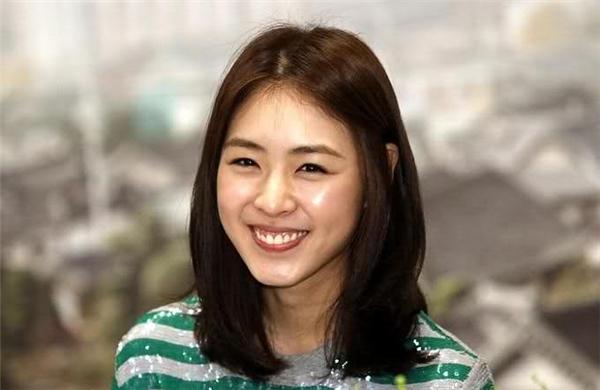 Nụ cười hở lợi cũng không lấp được vẻ đẹp lung linh của các sao nữ Hàn