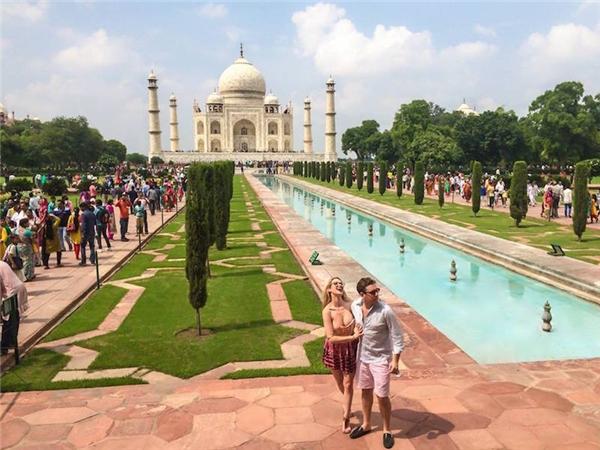 Trong năm ngoái, Justin và bạn gái Kate Nardi đã du lịch đến một số nơi ở châu Á như Trung Quốc, Ấn Độ, Nhật Bản, Nepal, Thái Lan.