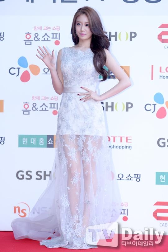 """Vóc dáng của """"tiểu Kim Tae Hee"""" cân đối và thanh mảnh vô cùng."""