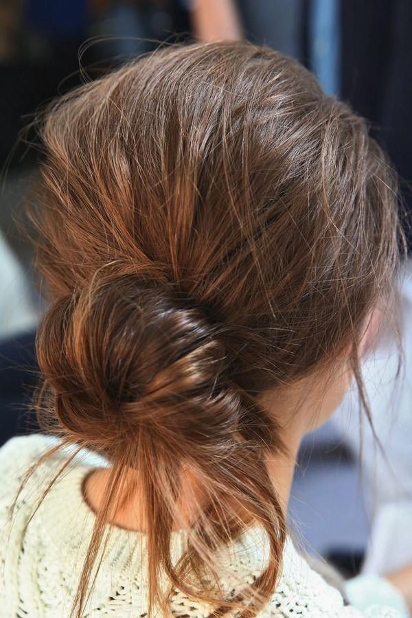 Những cô gái yêu thích kiểu tóc búi thấp là người sống nguyên tắc và lí trí. (Ảnh: Internet)