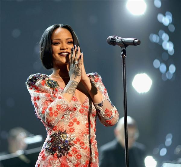 Các fan sẽ có dịp xem nữ nghệ sĩ trẻ tuổi tài năng sắp được giải Thành tựu Trọn đời biểu diễn nhiều lần.
