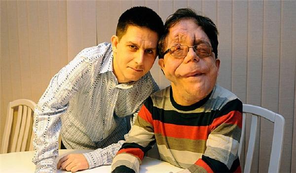 Adam hiện là một nhân vật truyền hình nổi tiếng và có ảnh hưởng, còn Neil đang làm thủ thư với một lịch trình sống cố định.